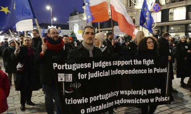 митинги по судебной реформе в Польше